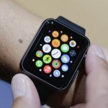 """Come ormai saprete Apple ha da poco presentato al mondo il suo tanto chiacchierato smartwatch, ovvero orologio intelligente. A sorpresa questo nuovo dispositivo non si chiamerà """"iWatch"""" ma """"Apple Watch"""". Si tratta di un orologio estremamente versatile e ricco di […]"""